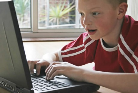 kid_on_computer_thumb