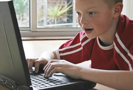 kid_on_computer_thumb